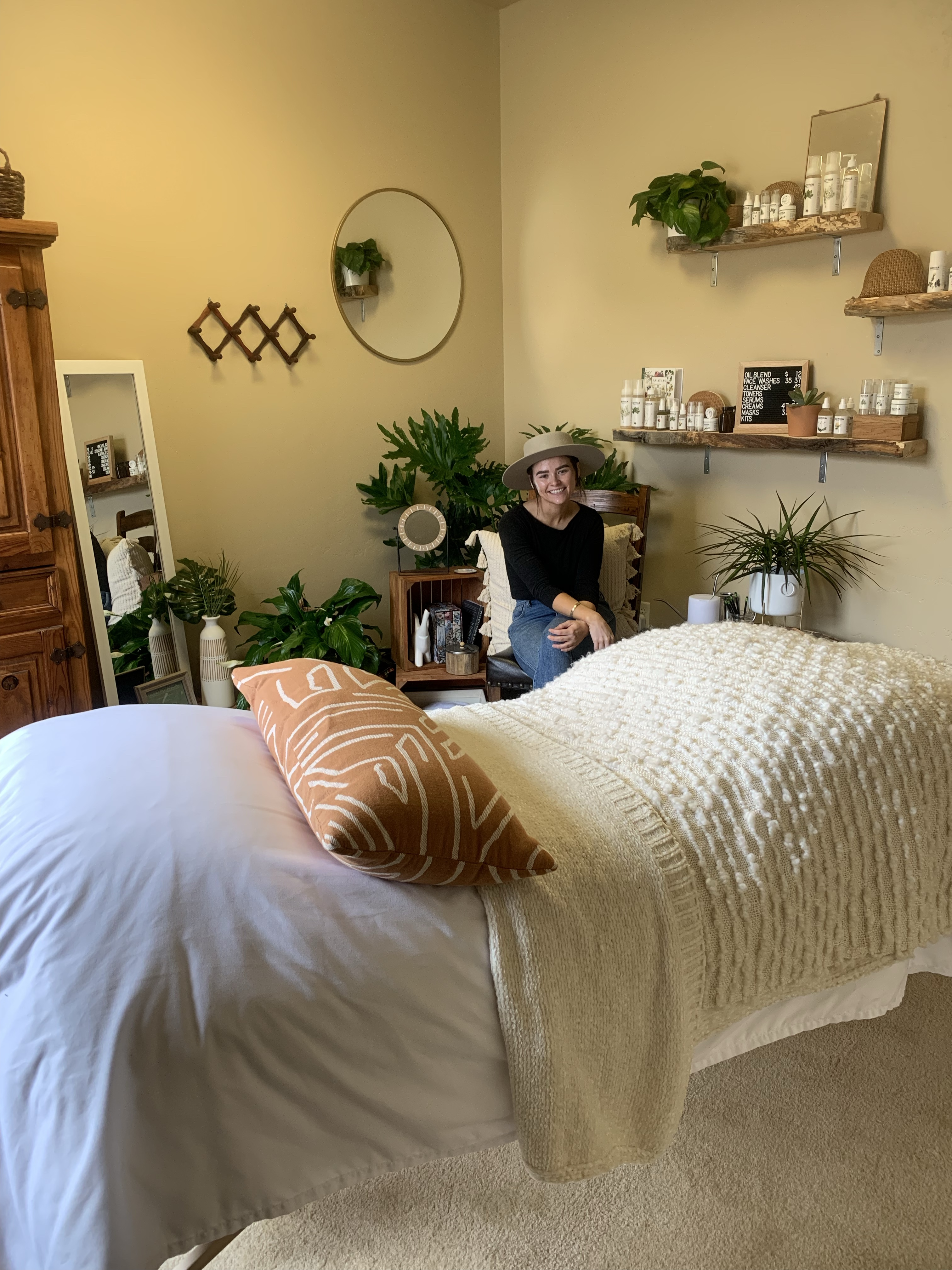 Skincare & Self-Care in Idaho. Going Botanical darling space and organic products. For more recipes and travel posts be sure to follow me at www.sprouting-vitality.com or on instagram @sproutingvitality. #kenzinthekitch #mckenzieonthemove