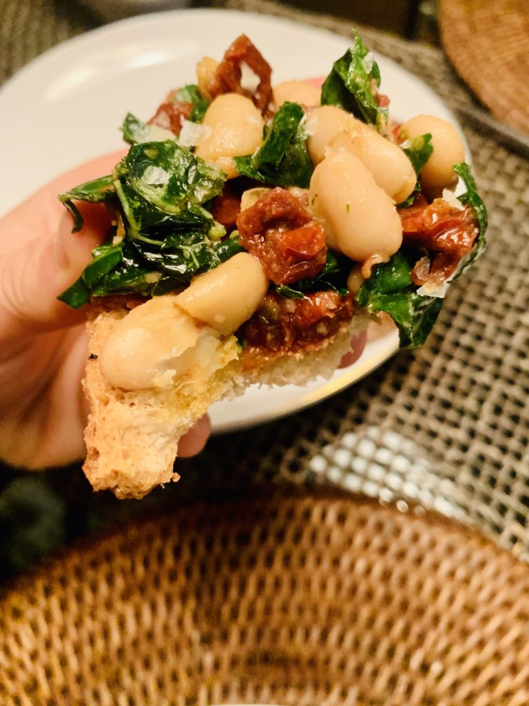 Showcasing an incredible bite of  seasoned cannellini beans with garlic, sundried tomatoes & kale. Paired with toasted sourdough crostini to bring this recipe together beautifully. Fore more recipes be sure to follow www.sprouting-vitality.com and on instagram @sproutingvitality. #kenzinthekitch #mckenzieonthemove #sproutingvitality
